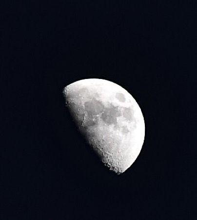 On instagram by leti_ssm #astrophotography #contratahotel (o) http://ift.tt/1Zxwu0z creciente ... Enero 17 2016  18:30 Hrs  #luna #cuartocreciente #Enero #LunaDeEnero #DesdeElCielo de #Tampico #Tamaulipas #México #Moon #moonlight #january2016  #astrofotografia #astrophoto desde la cámara