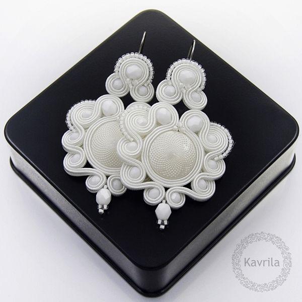 Desing white soutache - kolczyki ślubne sutasz KAVRILA #sutasz #kolczyki #ślubne #białe #rękodzieło #wesele #soutache #handmade #earrings #wedding #kavrila