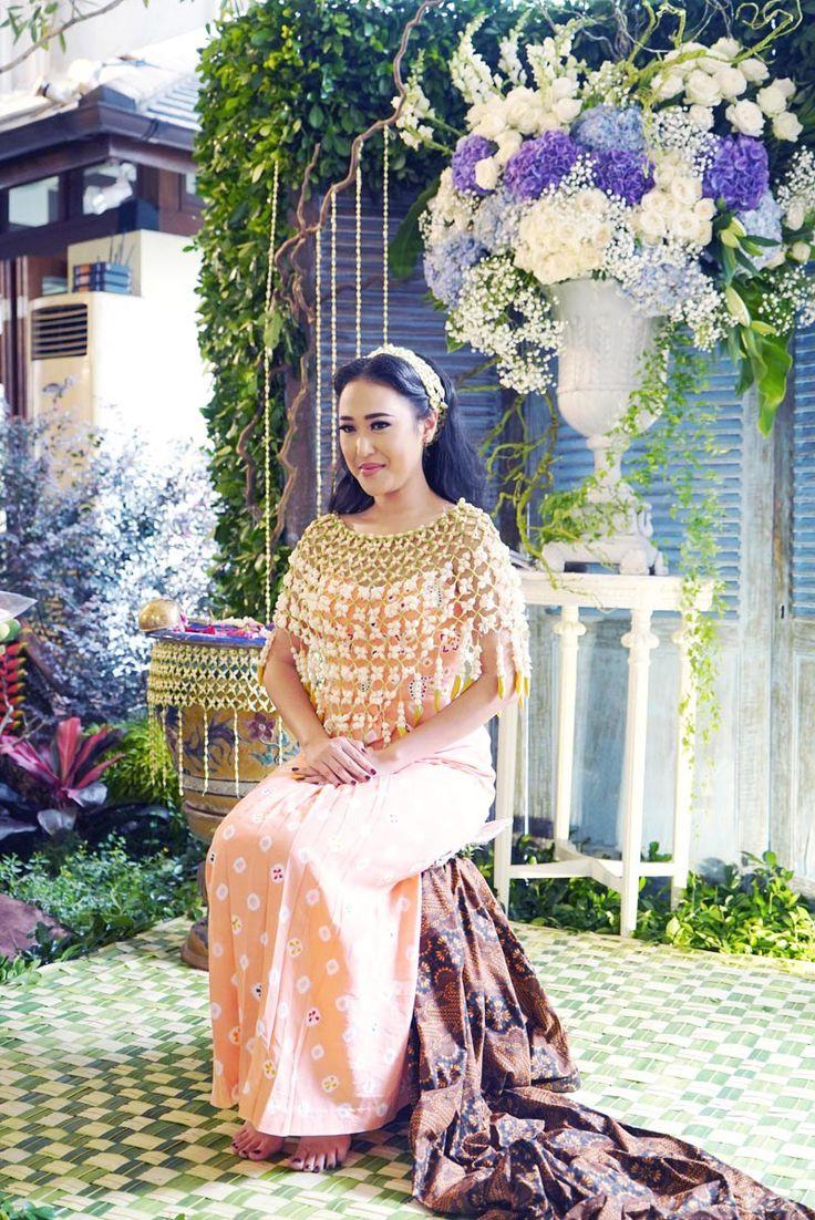 Homey and Intimate Javanese Wedding at Hotel Bidakara - DSC00743