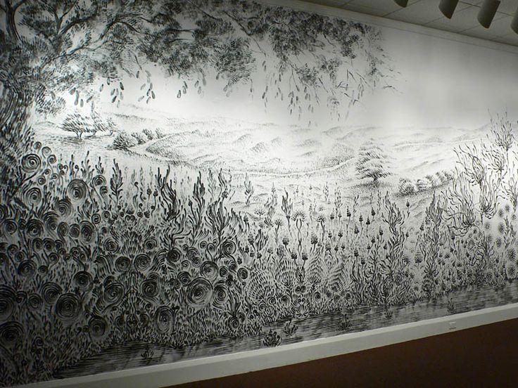 Gran mural dibujado en vivo usando sólo las manos y de carbón vegetal