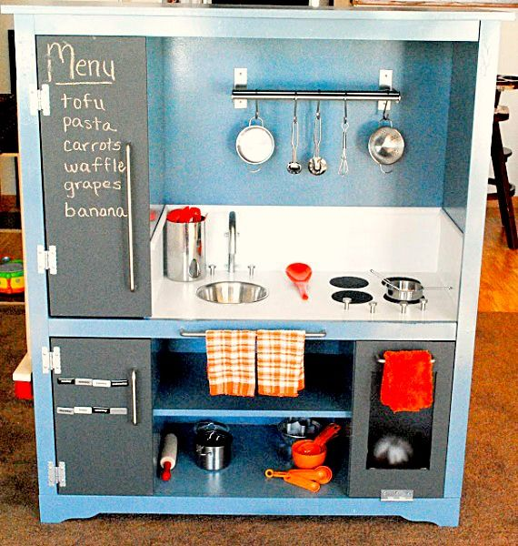 I especially like the use of chalkboard paint on the doors in this DIY play kitchen set from recycled furniture.