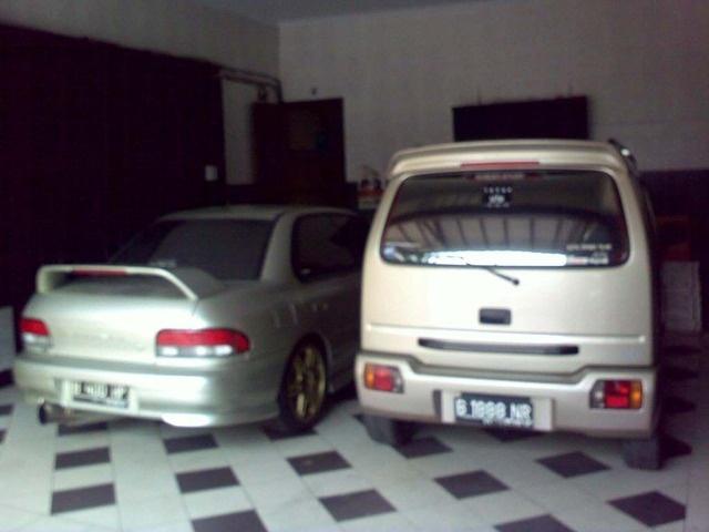 mm okay.. nice car on the left