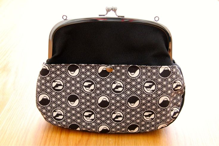 The only black and white product we have... Classy! http://goo.gl/n8YeJC #classy #japanese #design #handbag