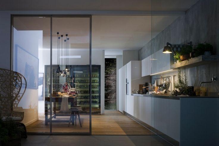 offene Wohnküche durch Glaswand trennen