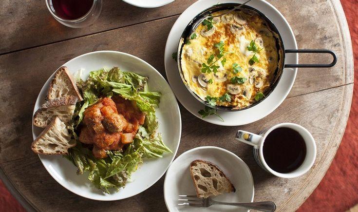 Σε μια από τις πιο αυθεντικές γωνιές της Αττικής μπορείς να βρεις από το cafe που μπήκε στα 25 καλύτερα του κόσμου μέχρι φημισμένες μπυραρίες και κορυφαία κρεατοφαγικά στέκια. Κάναμε μια βόλτα στο Περιστέρι και συγκεντρώσαμε προτάσεις για φαγητό, καφέ, ποτό και ό,τι άλλο τραβάει η όρεξή σας.
