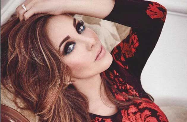 Por si a alguien le queda duda,es Anahí una de las mujeres más guapas; la cantante y actriz no pierde oportunidad de demostrar su amor a Manuel Velasco.