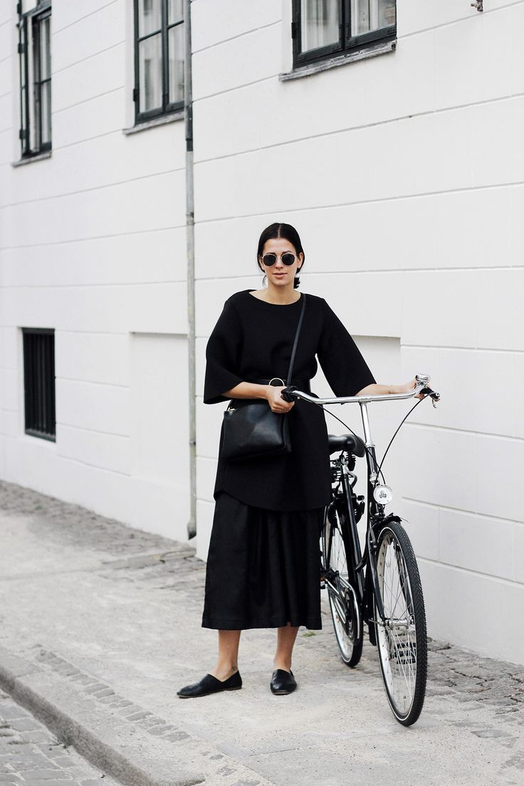 It's a minimal and monochrome outfit perfect so stroll through Copenhagen or go by bike.
