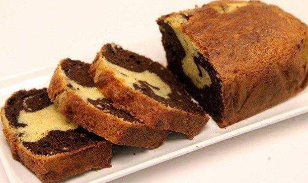 Ένα υπέροχο, γευστικότατο κέικ, ίσως το πιο αφράτο κέικ με υγρή υφή που φάγατε ποτέ. Μια εύκολη στη παρασκευή της συνταγή (από εδώ) με σχετικό βίντεο για ν