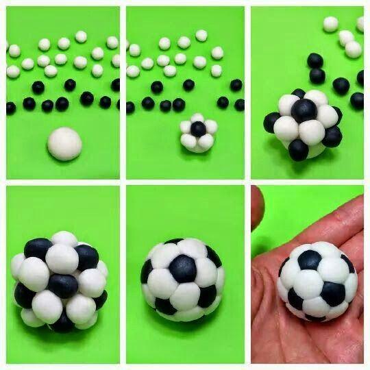 pallone da calci in pasta di zucchero