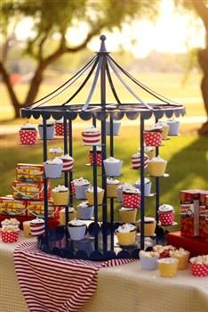 Carousel (Revolving) Cupcake Stand