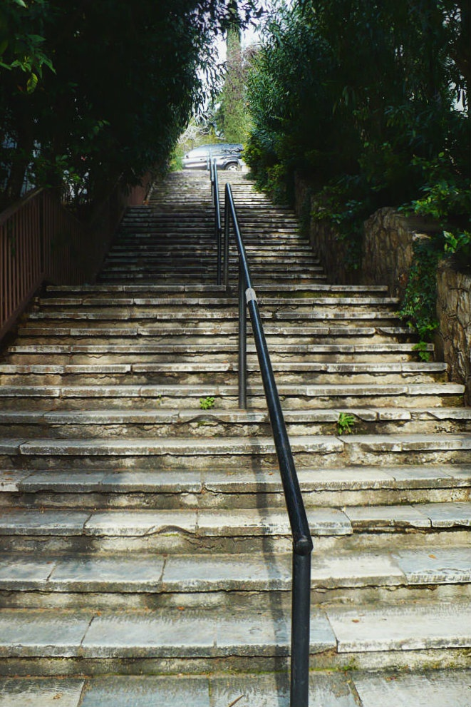 If you want to reach Lycabettus hill, all you have to do is take one of the many stairways around the Kolonaki quarter. (Walking Athens / Route 10, Kolonaki)