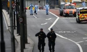 Το βίντεο ντοκουμέντο με τους τρομοκράτες - Οι 50 σφαίρες σε 8 λεπτά   Άλλη μία μαύρη σελίδα έρχεται να προστεθεί στη Μεγάλη Βρετανία όπου το βράδυ του Σαββάτου επτά άνθρωποι σκοτώθηκαν και 48 ακόμα τραυματίστηκαν σε μια  from Ροή http://ift.tt/2qOfLw2 Ροή