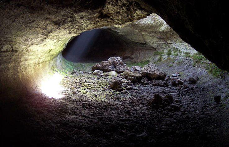 #Etna la grotta dei lamponi