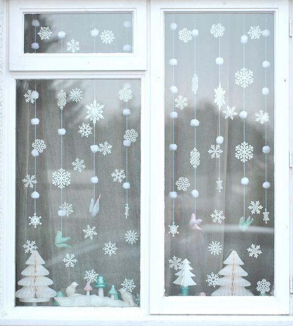 Décoration de fenêtre ~ Torie jayne // Winter wonderland window, via Flickr.