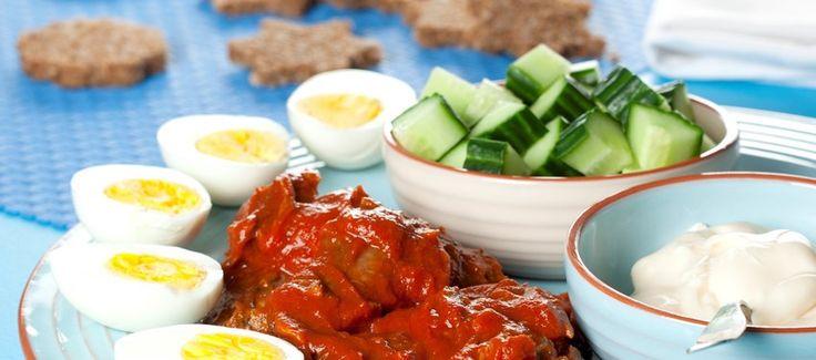 Børnelørdagsfrokost med makrel i tomat