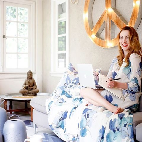 Starting our day with the stunning Eva Amurri Martino. The lifestyle guru + new mama lets us in on her morning routine + her darling recipe for pink toast… Tap the link in our bio for the full story. #TCMLivingWell @TheHappilyEva