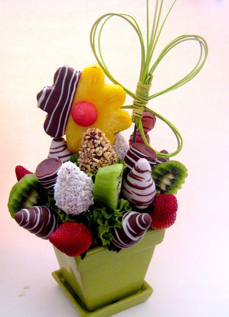 Arreglos frutales cubiertos de exquisito chocolate by FrutArt