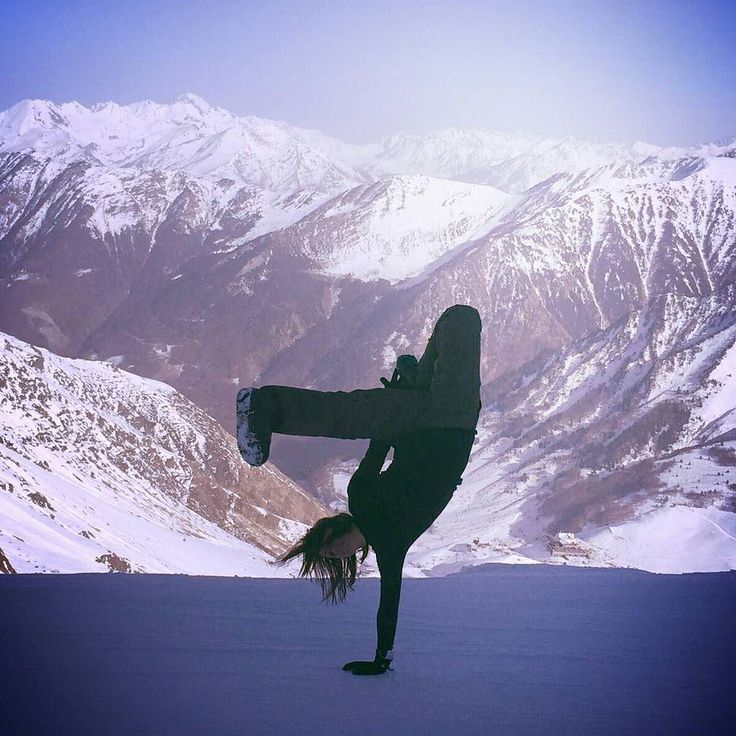 #ski #snow #bgirl #breakdance #hiphop #dance  #danse #neige #pyrenees #cauterets #bboying #bboy #life #france #paysage #photo #picoftheday #danse #freeze #jebreakpartout #wintersport #sport #winter #snowboarding by bgirlleslie