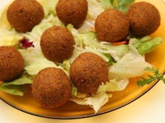 Falafel - eredeti arab recept: Egy remek, eredeti falafel recept! Ha pontosan követed a leírást, nem okoz csalódást! ;) Salátával, joghurttal mennyei finom! :)