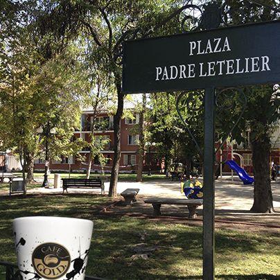 #CalleGold:  Dando un paseo con mi Café Gold en la mano, por la Plaza Padre Letelier.