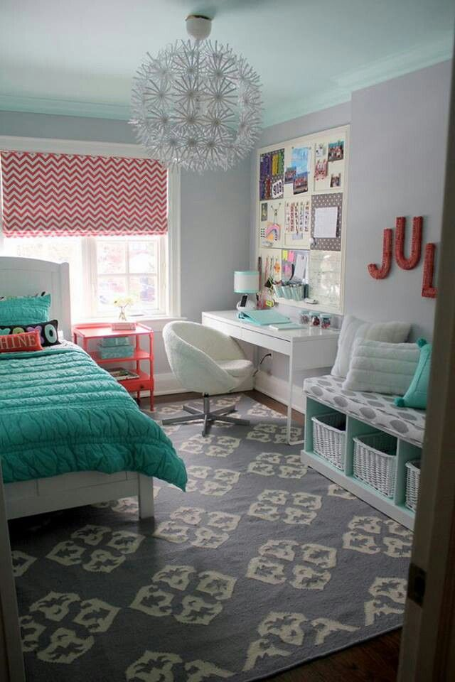 Mixture of color and pattern. Can my room be like this please!!!!!