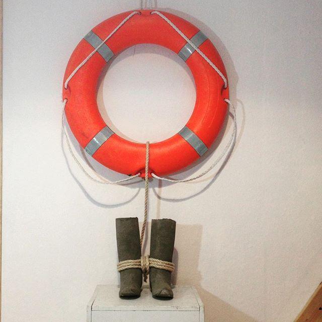 La mer, 2016. Béton, bouée de sauvetage. ( concrete, , Life buoy) #migrants#art #galeriegeraldinebanier #contemporaryart #artcontemporain #sculpture #société#politique