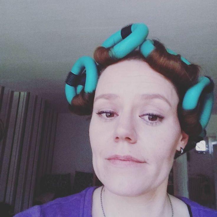 Ich hab die Haare schön ich hab die Haare schön...  #strangehairidontcare #hair #haare #papilotten #mutzurhässlichkeit