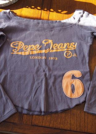À vendre sur #vintedfrance ! http://www.vinted.fr/mode-femmes/hauts-and-t-shirts-crop-tops/30411070-cropped-top-a-manches-longues-pepe-jeans