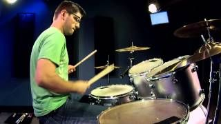 #Cobus - Quick Solo On A Very Cheap Drum-Set