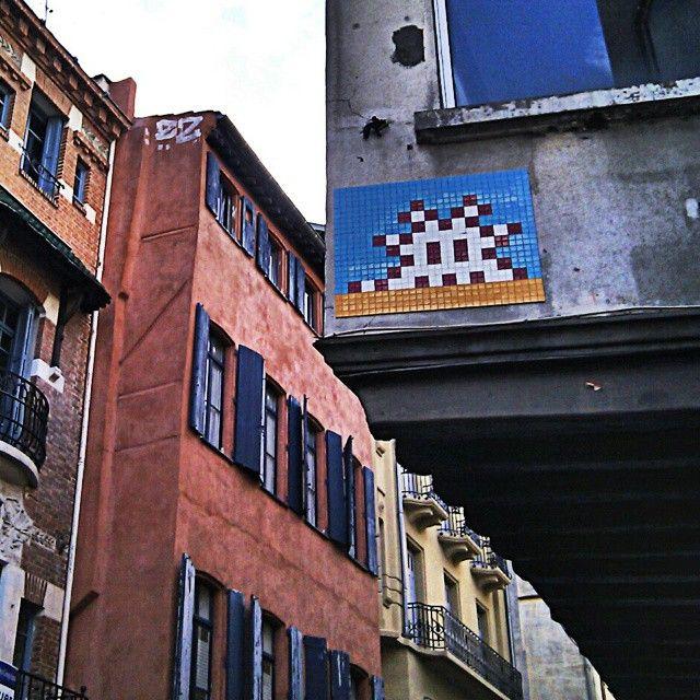#стритартсреда. Наткнуться на работу этого популярного во всем мире автора, мне удалось осенью 2014 г. Южная Франция, г. Перпиньян.   #streetart #spaceinvaders