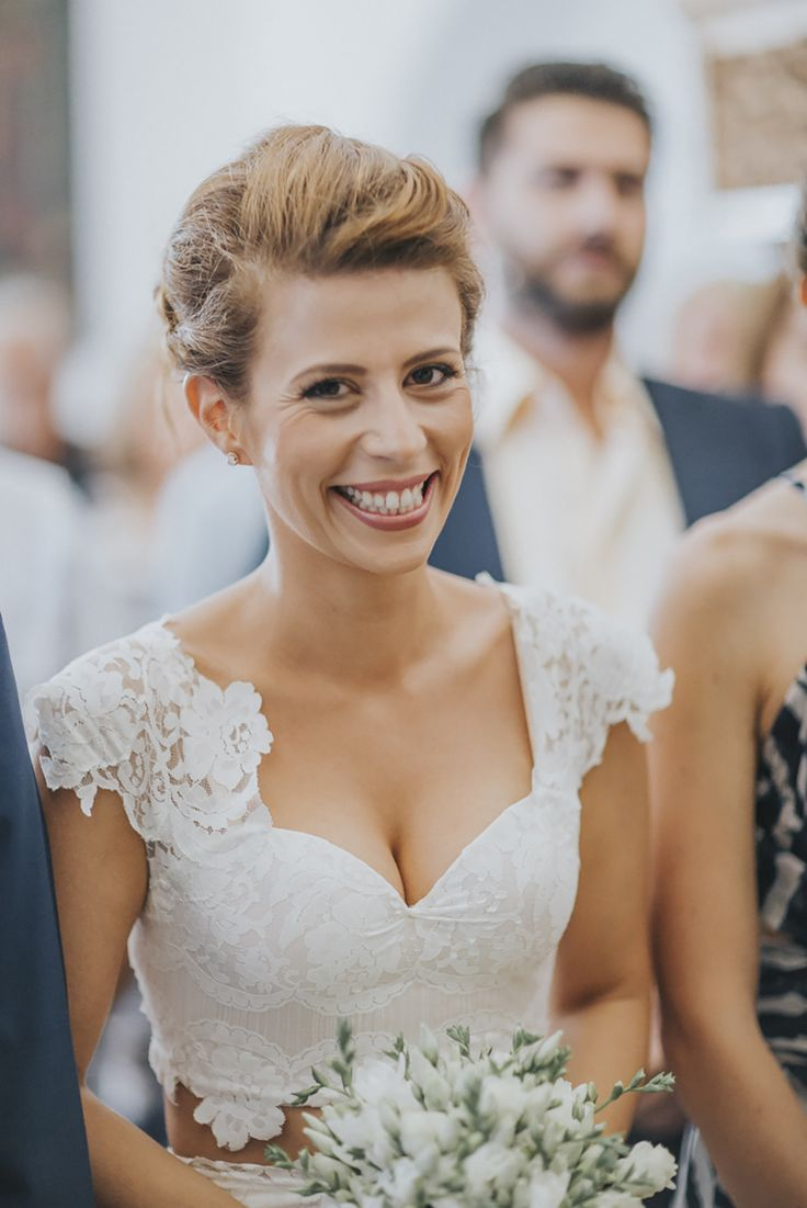 lafete, Sifnos, Cyclades, wedding, smiling bride, white bouquet