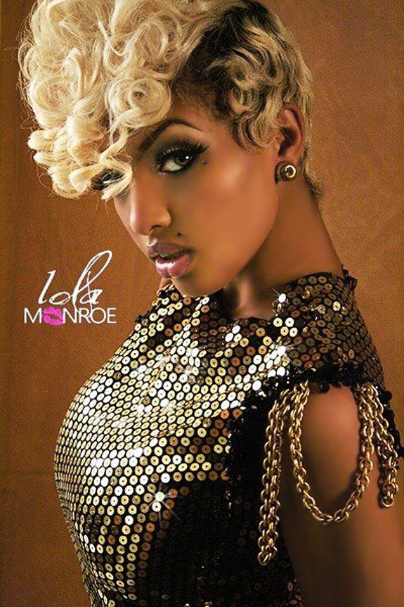 Lola Monroe. Love the style