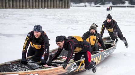 Félicitations à l'Équipe de canot à glace #138 Cuisina pour ce beau reportage à TVA Nouvelles! Nous sommes fiers d'être avec vous pour vos compétitions!  http://tvanouvelles.ca/lcn/infos/regional/montreal/archives/2015/02/20150211-045638.html  Crédit photo : Agence QMI