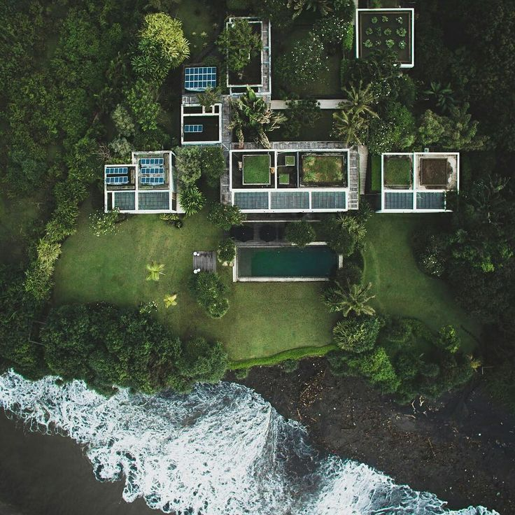 This stunning villa is located on 7700 square meter land with a panoramic view over the ocean, just next to the famous  Tanah Lot Temple. The land is 15m above sea level. The sunsets are spectacular and once you are in this villa you do not wish to leave.  www.geriabalivacation.com/villa-tantangan/  #bali #geriabali #balivilla #holiday #beautifuldestinations #balibible #luxuryworldtraveler #travellerworld #pinktrotters #designing #trip #ootd #golden_heart #magicpict #vscom