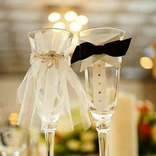 Cute idea for the toasting glasses!!