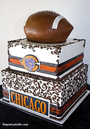 Lord have mercy I am SO glad my husband didn't see this before we married.  LOL.  I love the cake  but between making sure noone was drafting, playing, trading, in preseason, or in the playoffs just to find a day for the ceremony this might have been just a step beyond.......    LOL.   In the end a small price to pay for the world's greatest husband!