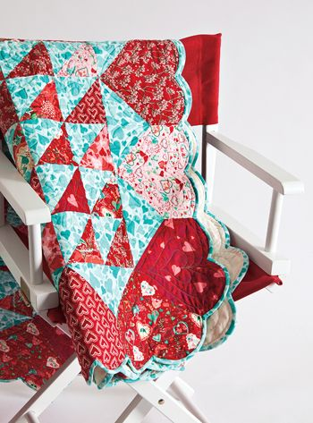 : Heart Patterns, Scallops Quilts Border, Free Pattern, Color Combos, Heart Border, Red Quilts, Heart Quilts, Aqua Quilts, Quilts Binding Ideas