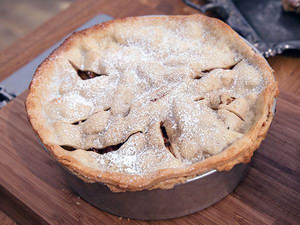 Cognacskokta äpplen och päron i  mördegspaj | Recept från Köket.se