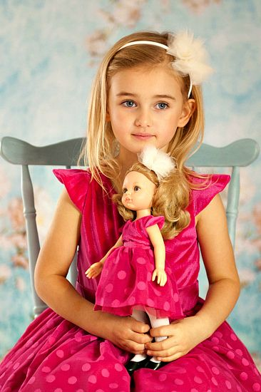 Royal family - La Lalla doll and her twin owner. Your daughter's best friend. Sweet little cindirella. #princess #prinzessin #puppe #daughter #pinkdress #rosakleid #dots #tulle
