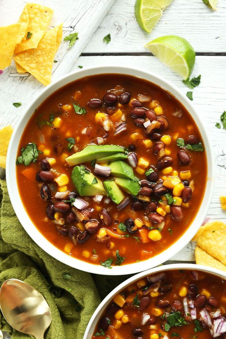 FÁCIL Chipotle Frijol Negro sopa de tortilla!  Tan simple, abundante y…