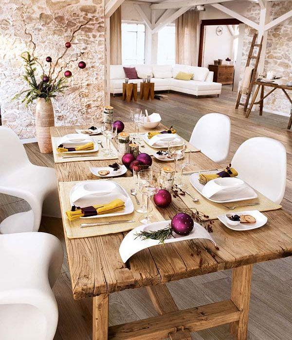 buen contraste de las mesas con las sillas