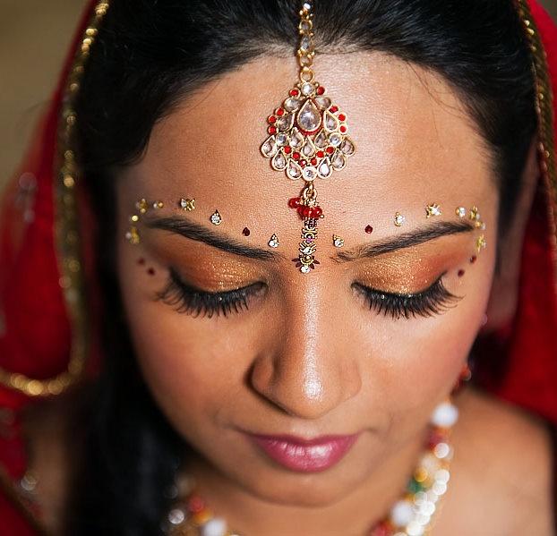 Beautiful Bridal Bindi