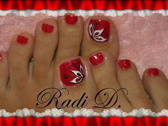 red nails with black and white design