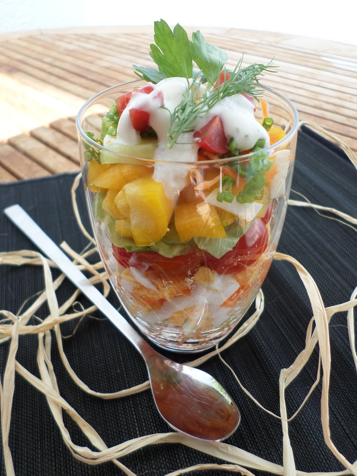 Layer salad topped with joghurt dressing   Schichtsalat mit Joghurt-Topping