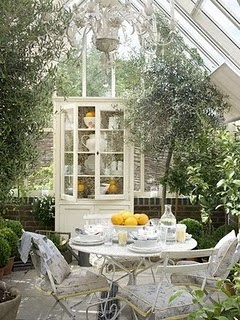 Now that's a sunroom - *perfect place for morning tea and a