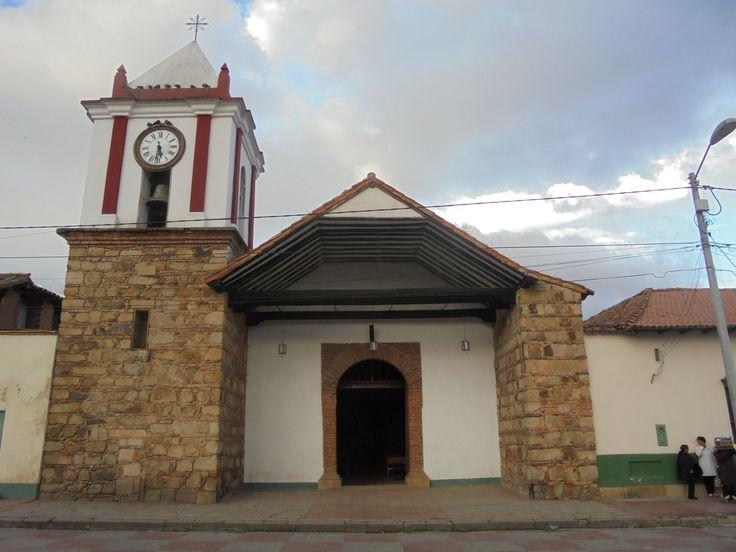Iglesia en la plaza central de Suesca, Cundinamarca, Colombia. Agosto del 2017.
