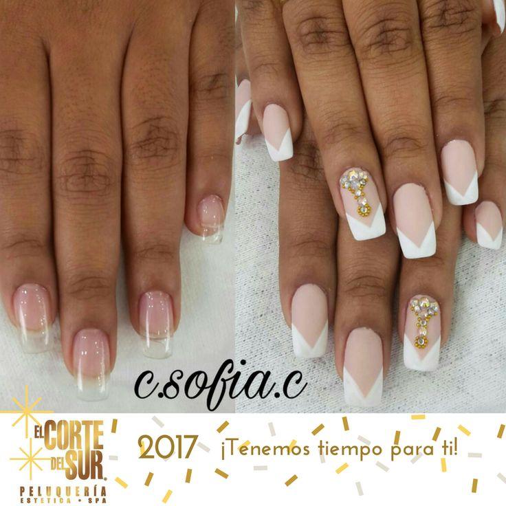 #Manicure  Uñas esculpidas bajo la técnica de #Gel realizadas por nuestra manicurista profesional Sofía Cerón.  Hermoso decorado con apliques que aportan sofisticación a tu #Look.  Nosotros te asesoramos, ¡Tenemos tiempo para ti!
