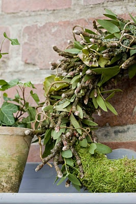 moss, twigs and (could be mistletoe? - Viscum) wreath
