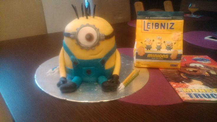 17. Mimoň k šestým narozeninam. Minion cake.