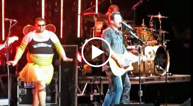 Remember when Blake Shelton toured with Brad Paisley on his H20 II: Wetter & Wilder World Tour back in 2011?